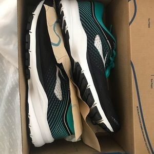 Women's New Brooks launch 5 running shoes size 6.5